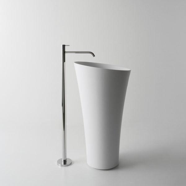 Tuba Freestanding